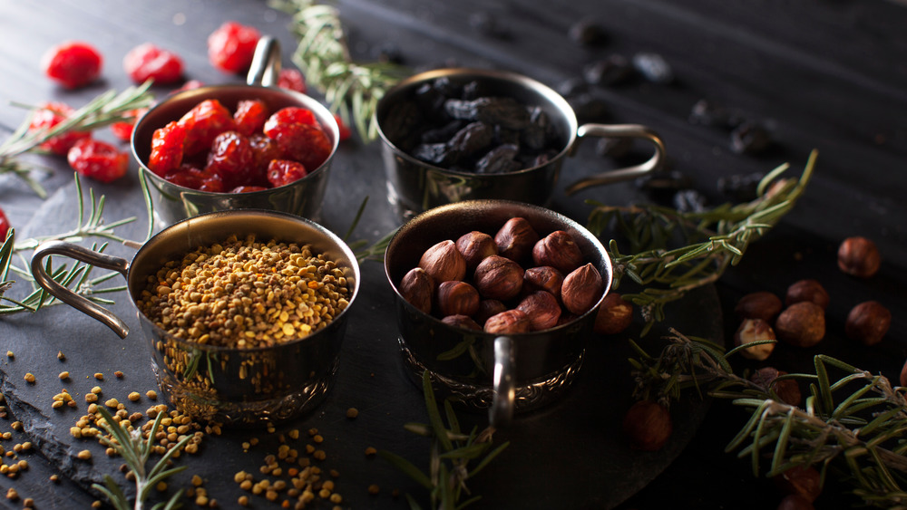 healthy spiced trail mix