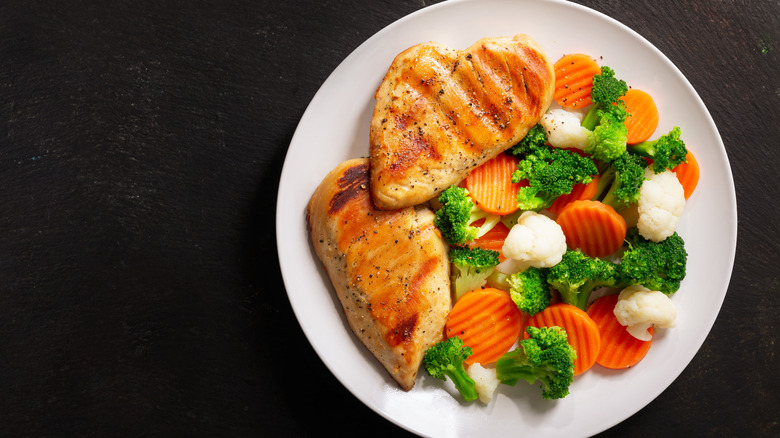 grilled chicken with broccoli and carrots